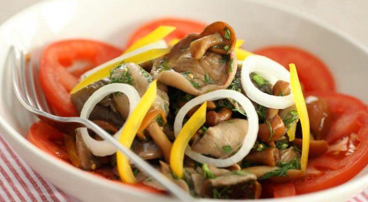 Пісний салат з шампіньйонами і овочами