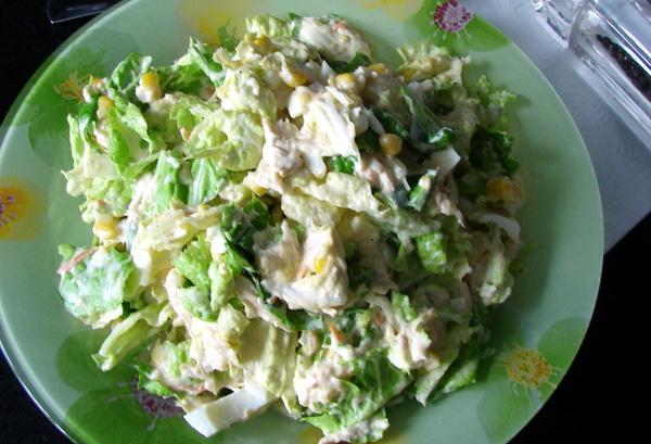 Рецепт салату з пекінської капусти, курки і кукурудзи