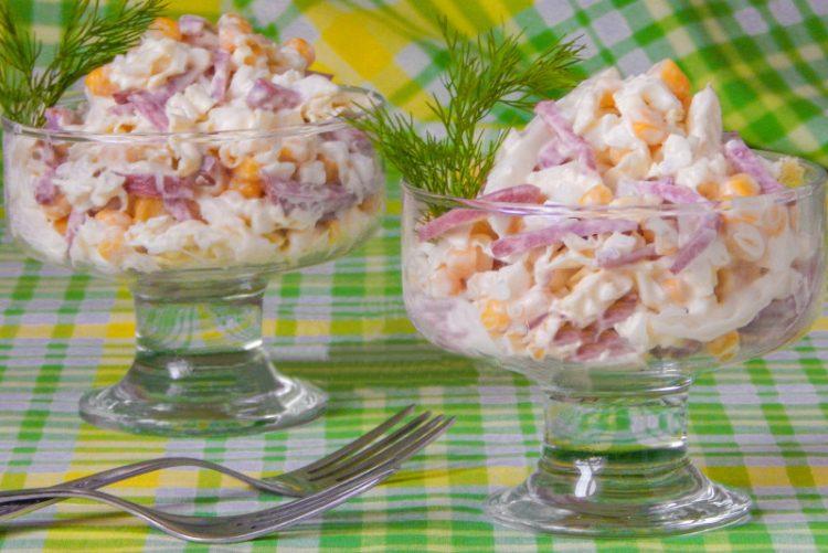 Рецепт салату з пекінської капусти і ковбаси