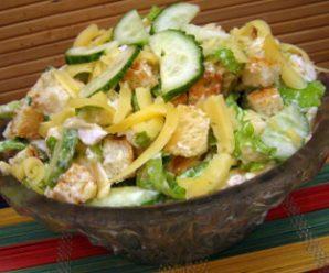 Салат з куркою і сухариками – смачний рецепт