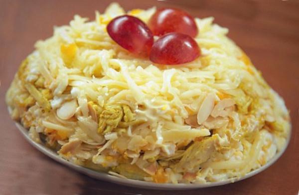 Салат з курячого філе та сиру