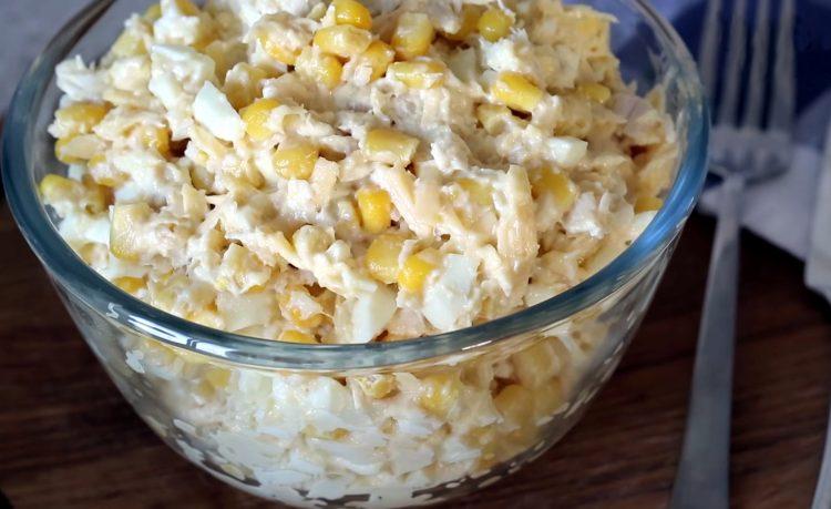 Салат з курячого філе і кукурудзи