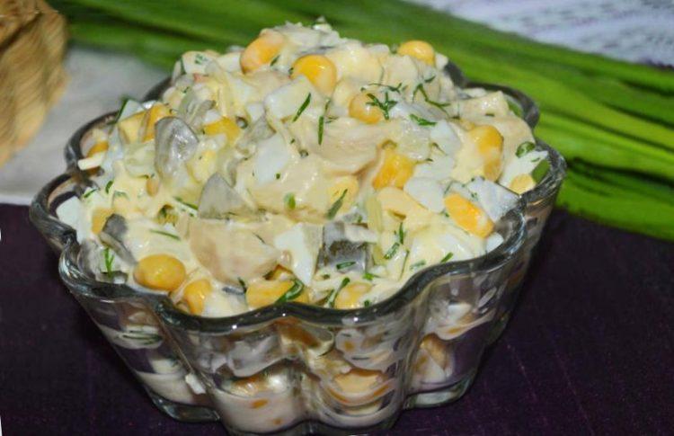 Салат з маринованими шампіньйонами