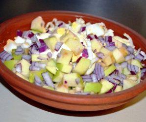 Салат з пекінської капусти і яблук
